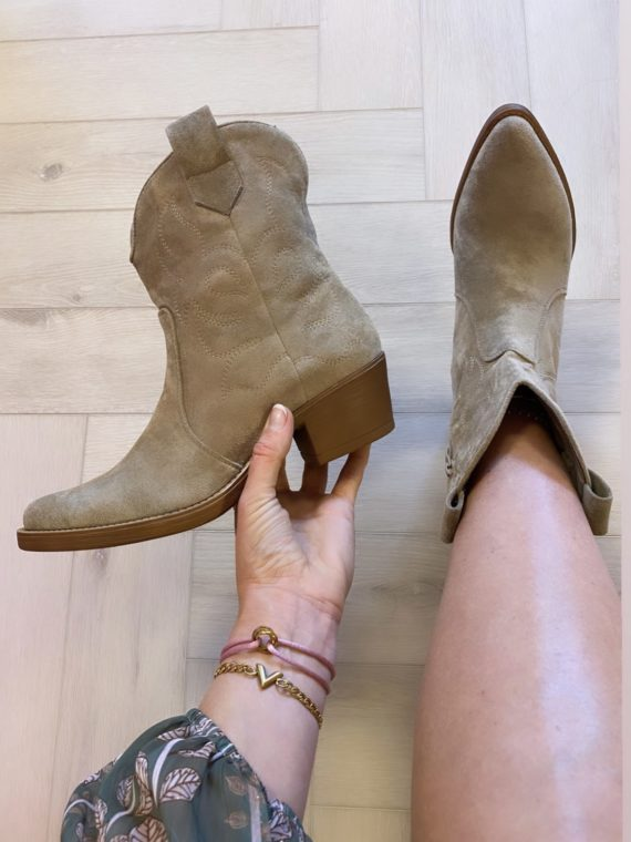 Western Boots – Taupe